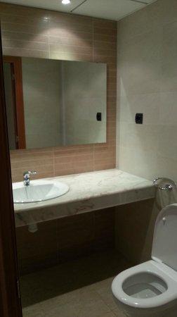Apartamentos Golden Beach : Salle de bain avec douche