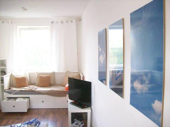 Winterfeldt 10 Apartments: View towards the door