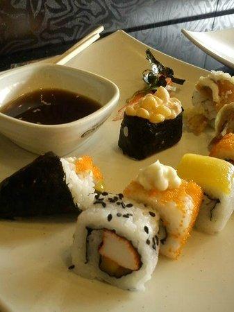 Yakimix restaurant: sushiii