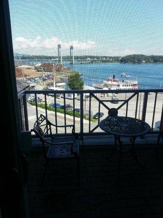 Sheraton Portsmouth Harborside Hotel: Small private porch