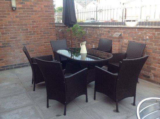 Ditsydo Tea Room: Outdoor seating area