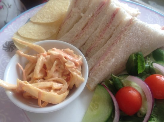 Ditsydo Tea Room: Sandwiches served with crisps and homemade coleslaw