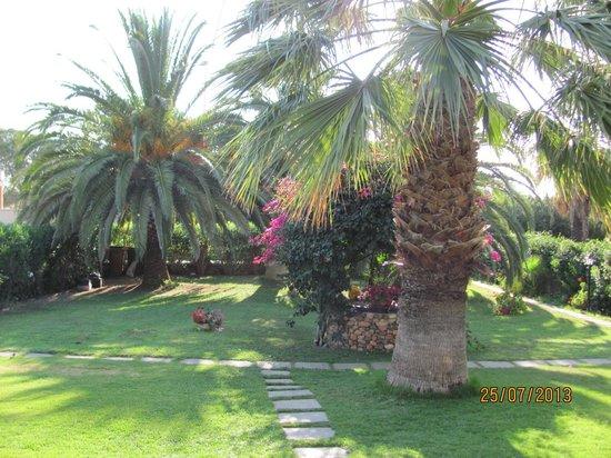 Residence Luna Rossa: giardino