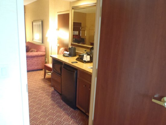 Embassy Suites by Hilton Charlotte - Concord / Golf  Resort & Spa : Kitchenette