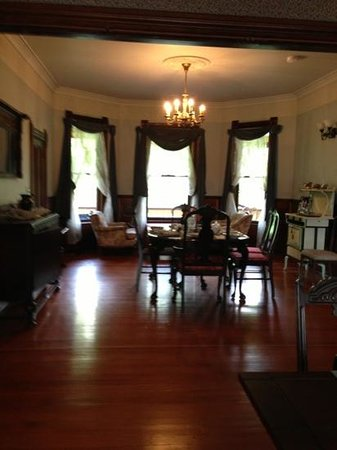 Mustang Bed and Breakfast: Dining area