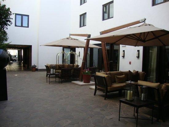 JW Marriott El Convento Cusco: Estar de la entrada