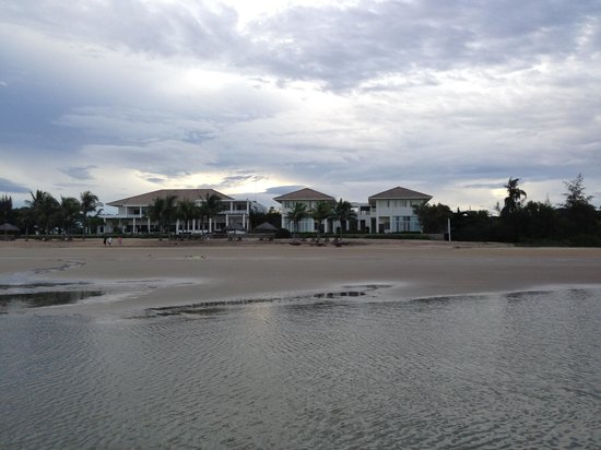 Princess D'An Nam Resort & Spa: Hotel resort from sea/beachside. The beach is close and untouched