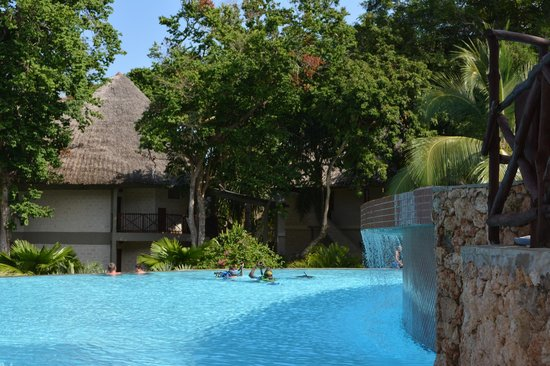 The Maridadi - Baobab Resort: zwembad Maridadi