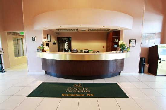 Quality Inn Grand Suites: Front Desk/Lobby