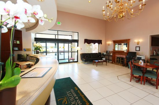 Quality Inn Grand Suites: Front Desk/ Lobby