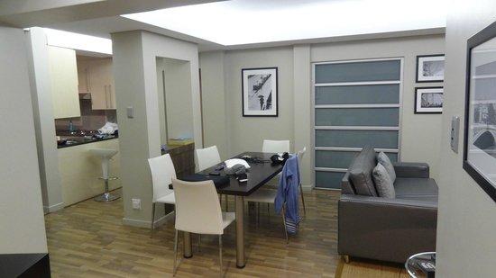 Genesis All-Suite Hotel: Jantar