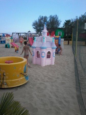 Hotel Airone : I giochi al Bagno 85 in spiaggia
