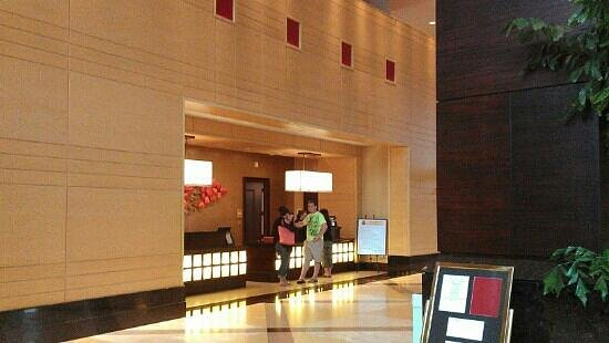 Lancaster Marriott at Penn Square: front desk
