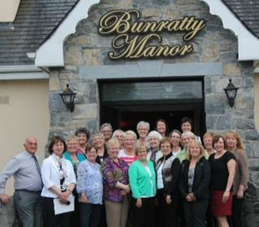 Bunratty Manor Hotel: Our Ladies Group Delighted with our stay at Bunratty Manor