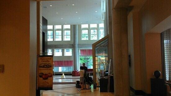 Lancaster Marriott at Penn Square : front lobby