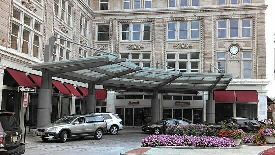 Lancaster Marriott at Penn Square: entrance