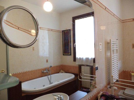 B&B Torricella : Shared Bathroom / Bagno in comune