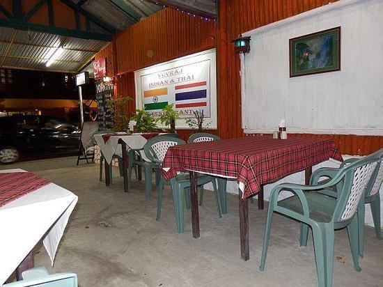 Yuvraj Indian & Thai Restaurant : Interior