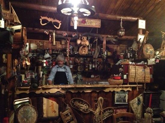 Pozza di Fassa, Italie : Nello al bancone