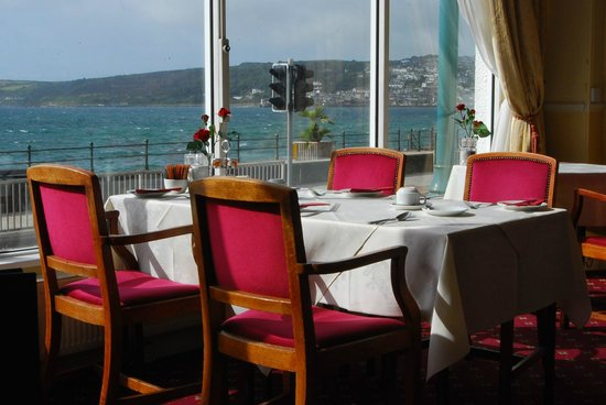 The Queens Hotel : seafront dining
