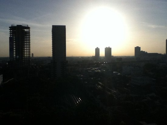Avana Bangkok Hotel: View from my room. I got to watch the sun rise over Bangkok. Now that is pretty cool.