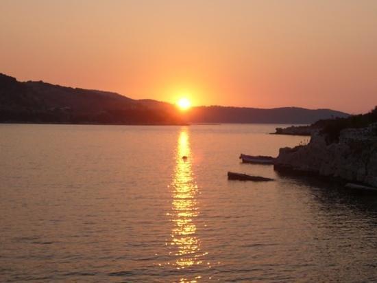 Marika: le coucher de soleil de la terrasse ....