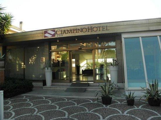 CiampinoHotel: wejscie do hotelu
