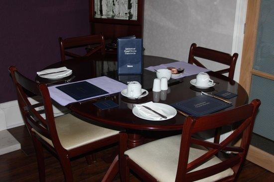 Linksview Guest House Carnoustie: Frühstückstisch mit Menuekarte