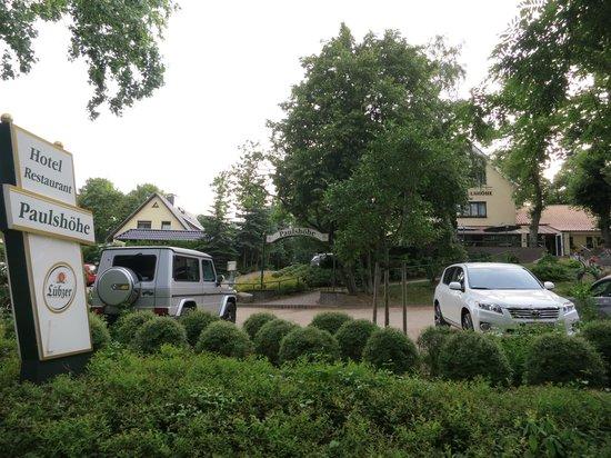 Hotel Paulshöhe: ruime parkeerplaats