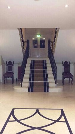 Step House Hotel : up to the lobby