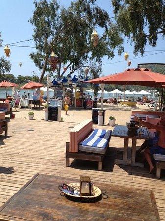 The Sugar Beach Club : Beach area and dining