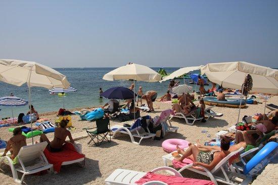 Resort Amarin: пляж отеля