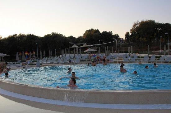 Resort Amarin: басейн
