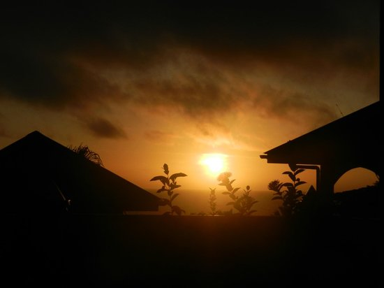 East Horizon Self-Catering Apartments: Sunrise from terrace