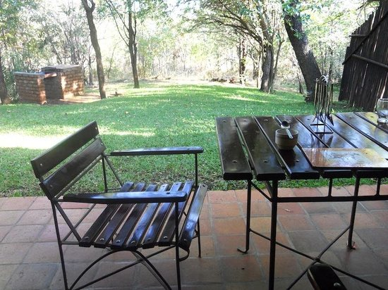 Lokuthula Lodges: Chalet verandah