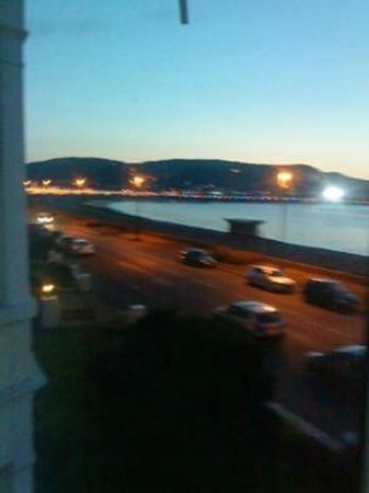 Bay County Hotel: evening view of promanade