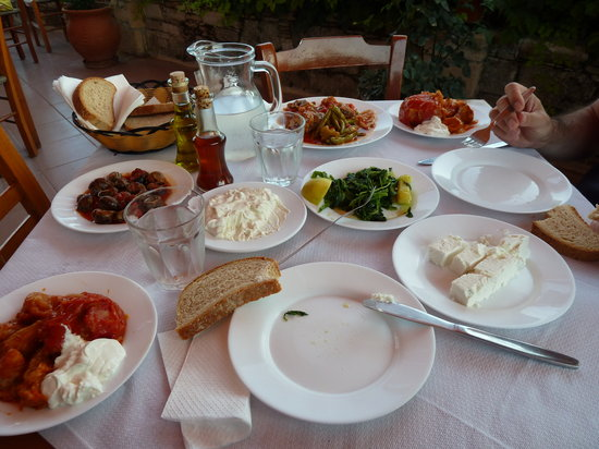 Iliomanolis Taverna: A Great Feast