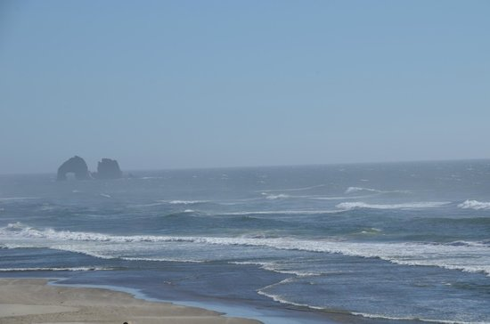Rockaway Beach Resort: Walked onto the beach and shot this...very few people on the beach at all!
