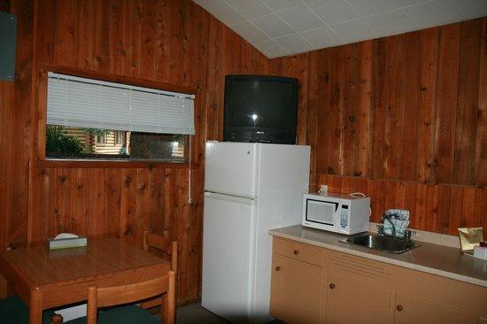 Pocahontas Cabins: The kitchenette