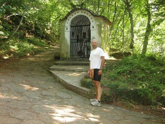 Rocca di Papa, Italien: piccolo santuario che si incontra salendo per la via sacra