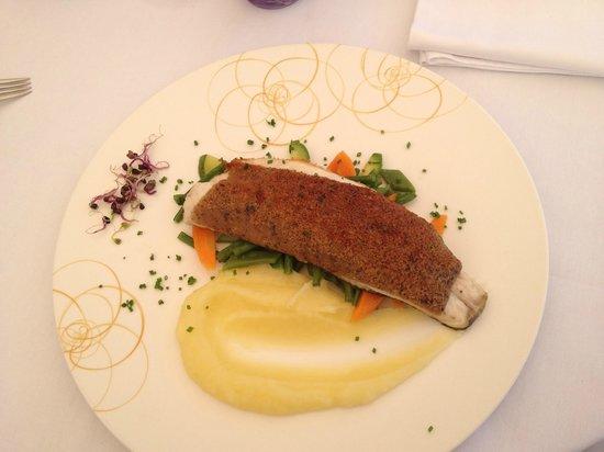 La Semplicita : Filet de loup, viennoise aux saveurs de truffe, poêlée de légumes croquants, purée au gingembre