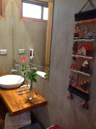 Casa Amanecer B&B: our bath area - yes, those are fresh/real!