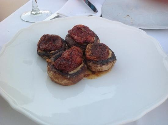 Feredini: stuffed mushrooms