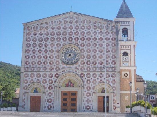 Manoppello, Italy: santuario volto santo - facciata 1