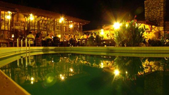 Mountain Lodge: havuz alanı