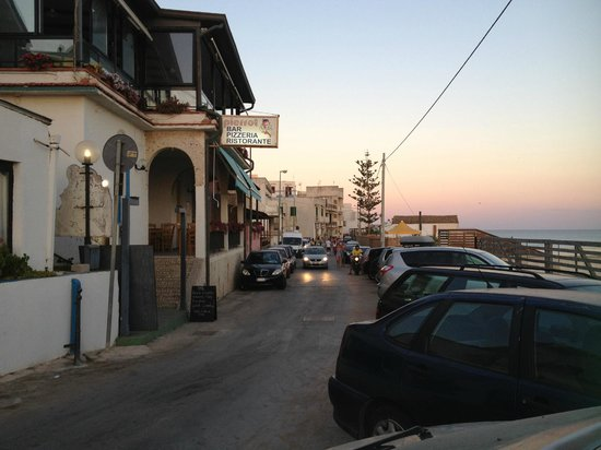Hotel Miramare: The street outside th ehotel