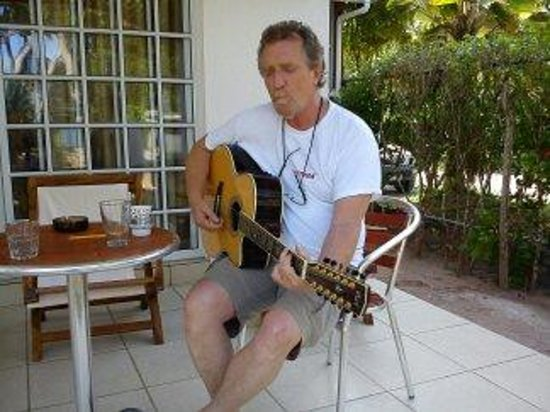 Ocean Jewels Resort: Michael playing the guitarr outside our house