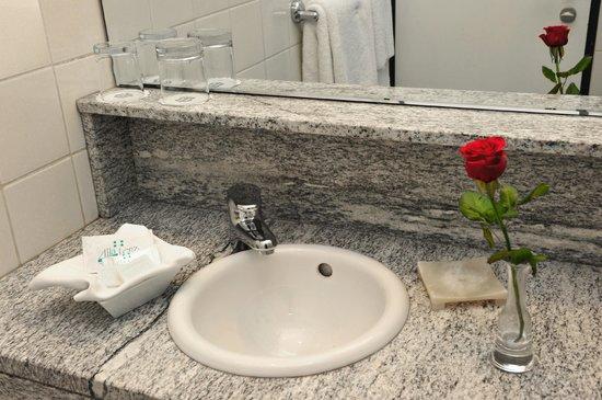 Alla Lenz Hotel: Badezimmer