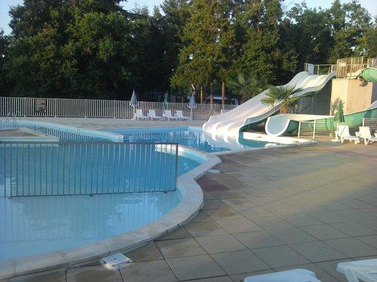 Piscine picture of camping le parc des allais trogues for Camping le lavandou avec piscine