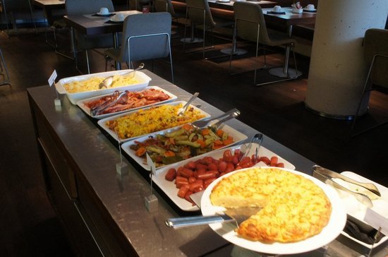 B-Hotel: breakfast : local food buffet section
